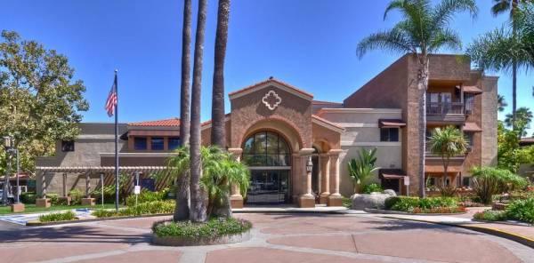 Las Palmas Senior Living - Laguna Woods, CA