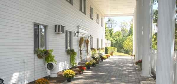Pine Knoll Nursing Center In Lexington Massachusetts Reviews And Complaints