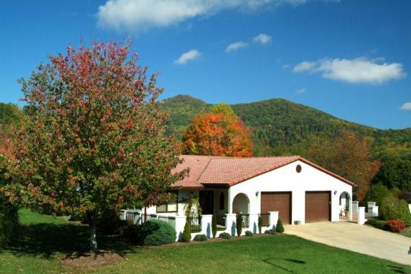 Pisgah Valley Villas in Candler, NC