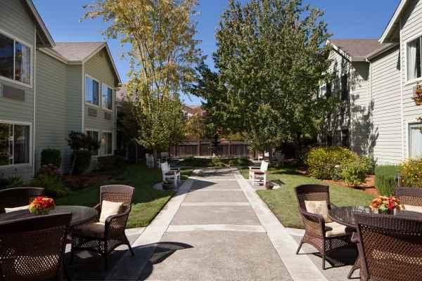 Attractive Sunrise Of Petaluma In Petaluma, California, Reviews And Complaints |  SeniorAdvice.com