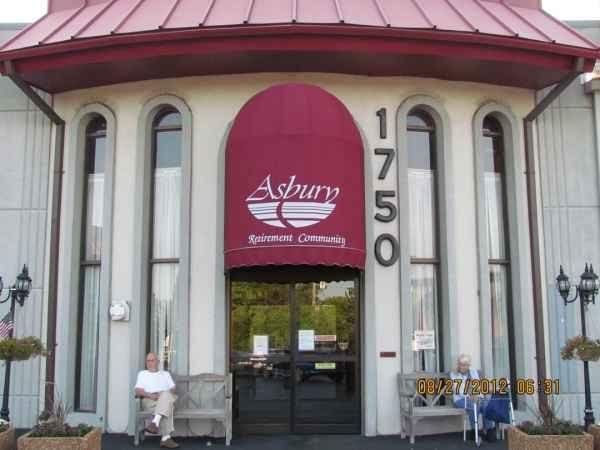 Asbury Court in Des Plaines, IL