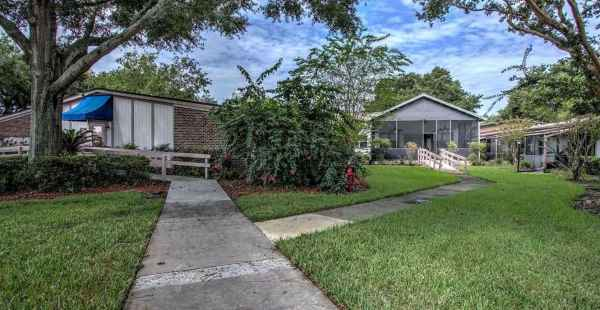 Lake Ridge Village in Eustis, FL