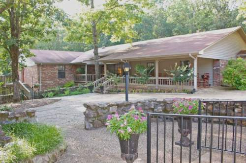 Green Oaks Inn - Florence, AL