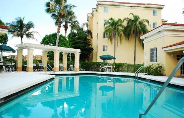 Heron Pointe in Hollywood, FL