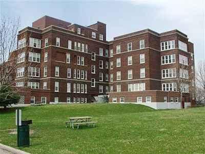 Bella Vista Glen Apartments in Highland Park, MI