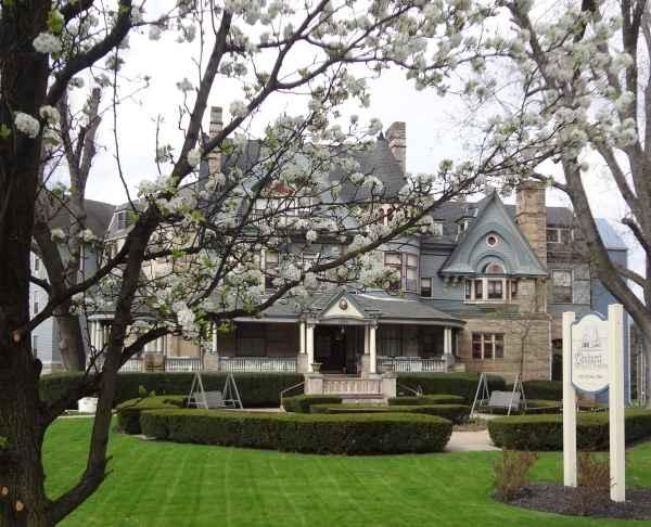Elmhurst the house of friendship in wheeling wv for Elmhurst house