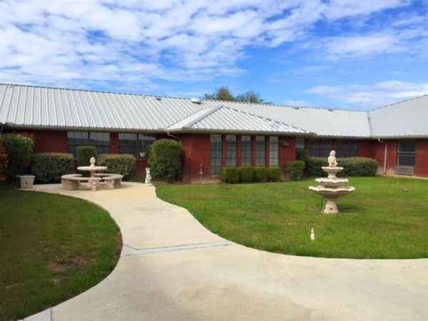 Redstone Park Retirement & Assisted Living in Brownwood, TX